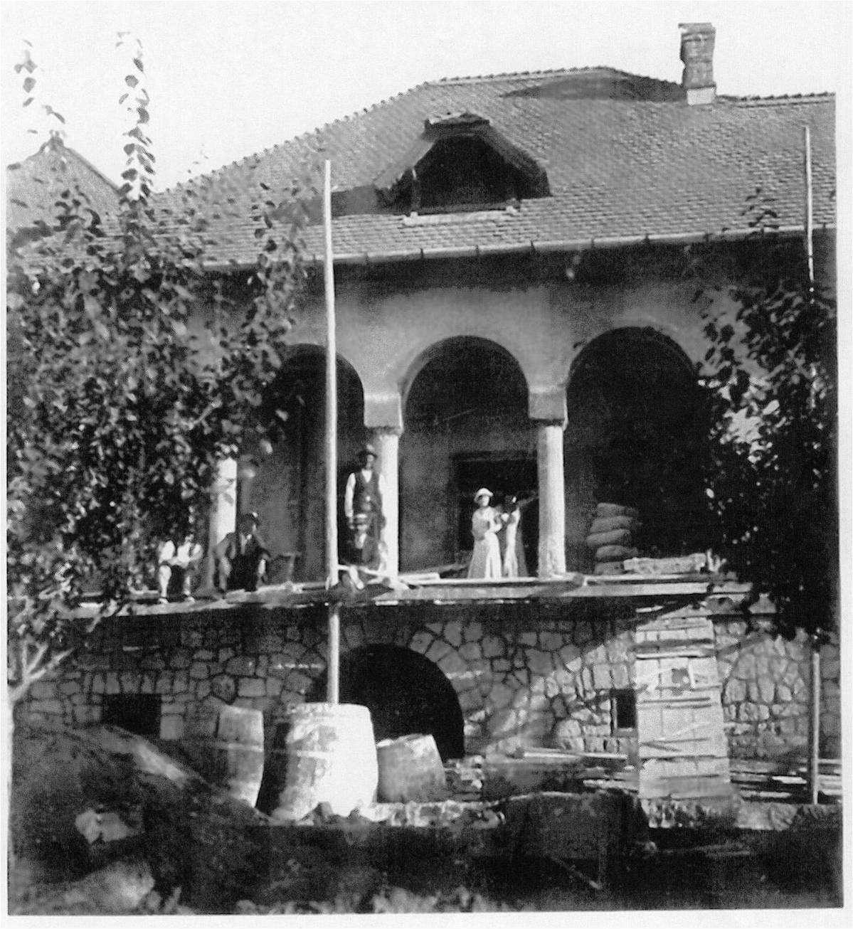 Conacul din Buzau in timpul constructiei