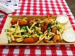 Pesmet cu cartofi prajiti la Taverna Racilor pe strada Buzesti Piata Victoriei