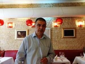 Domnul Viorel Bachide, gazda de la Poarta Schei 4