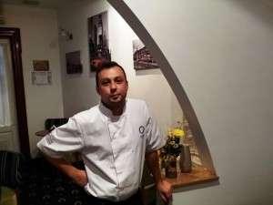 Petrisor Mihalcut si micul lui Peters Kitchen Bistro in Piata Rosetti din Bucuresti