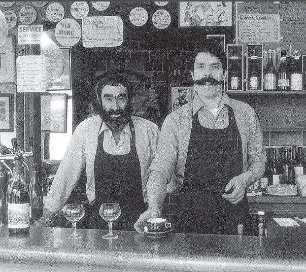 Jacques Melac si tatal sau in bistroul lor din Paris
