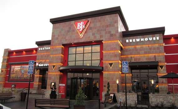 BJ Restaurant & Brewhouse // Sursa foto: theadventureoflivingblog.com