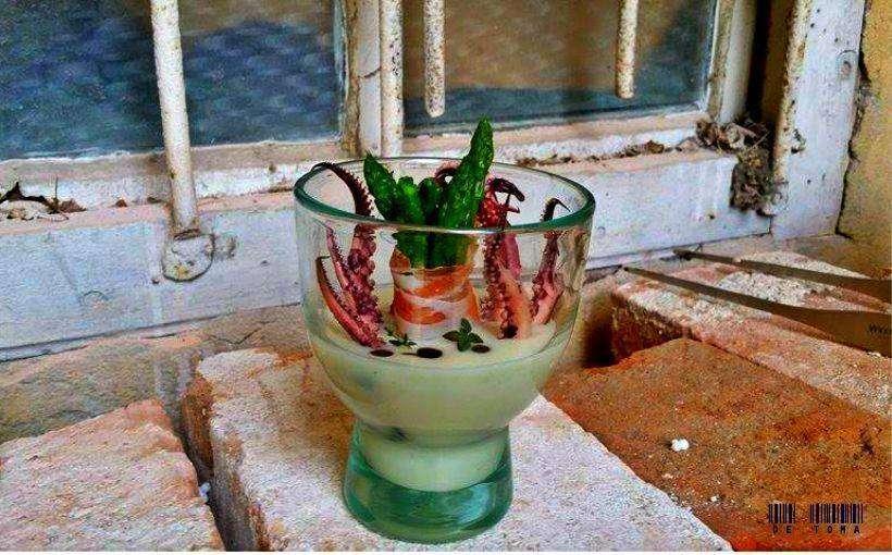 Mancare servita in ghiveci de flori // sursa foto: Facebook