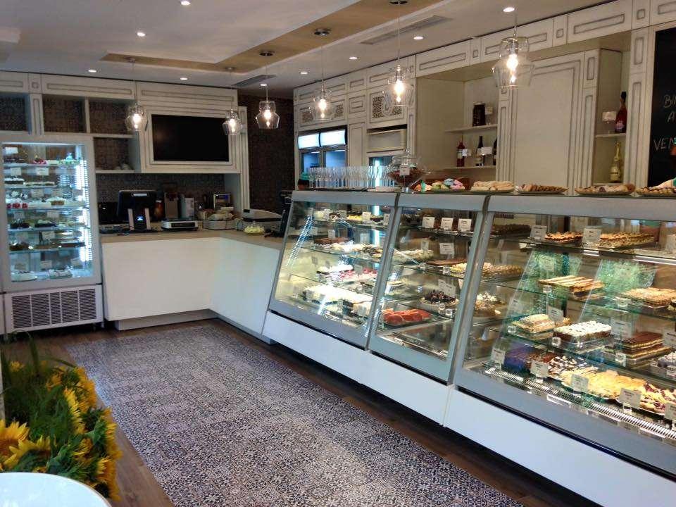 Cofetaria Maria & Cofetaria Constance // sursa foto: Facebook