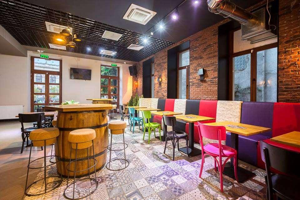 Restaurant Oro Toro by Osho, cu mobilier multicolor si podea cu model