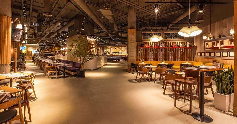 TrickShot, restaurant in mall Promenada, cu design retro